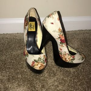 Shoes - Unique flowery heels!!!